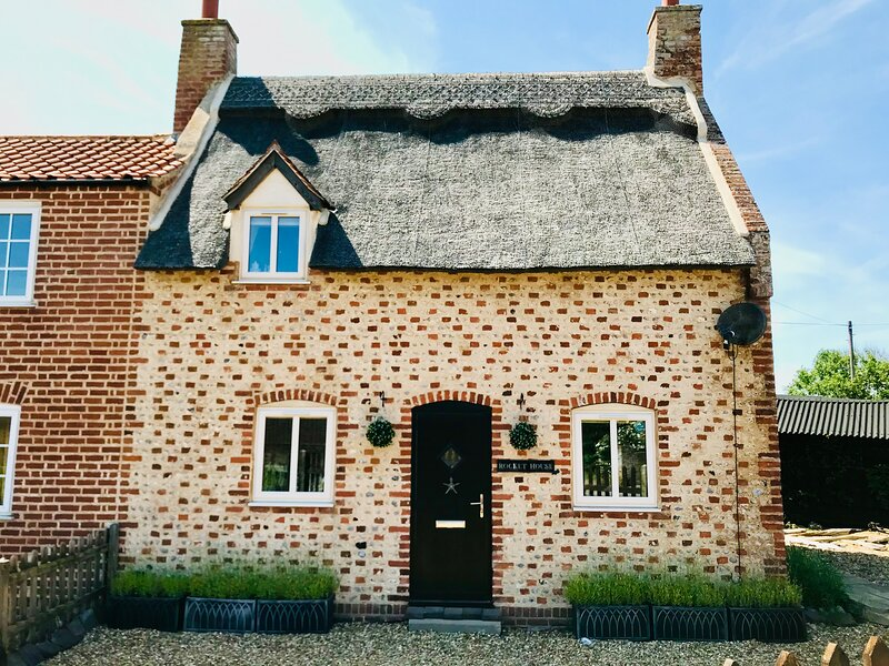 Rocket House - Norfolk Beach Cottage - Sea Palling (just seconds from the beach), vacation rental in Hickling