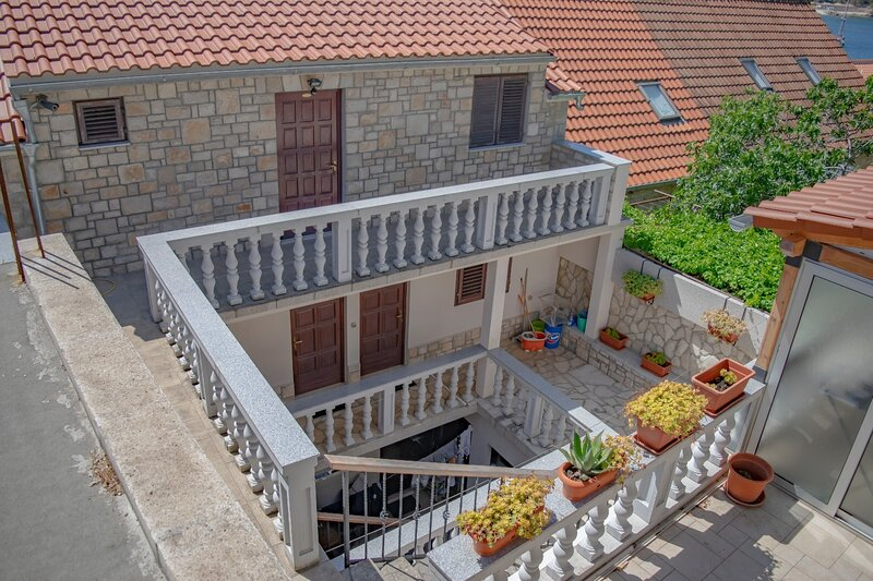 Daira - great location A2(2+2) - Stomorska, location de vacances à Stomorska