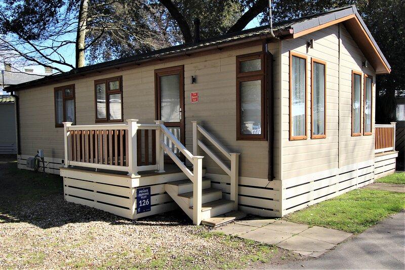 The Beach Hut - Sandhills Holiday Park - Mudeford, holiday rental in Highcliffe