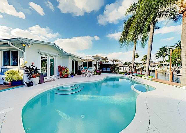 Seahorse House | Waterfront Pool, Dock, Kayaks, 2 Patios | Minutes to Beach, holiday rental in Dania Beach