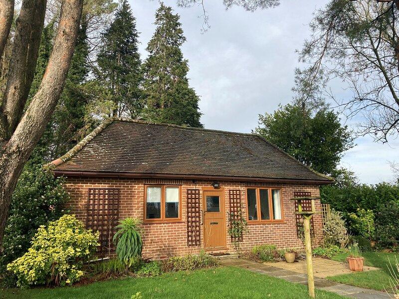 Wyndthorpe Cottage, holiday rental in Bere Regis