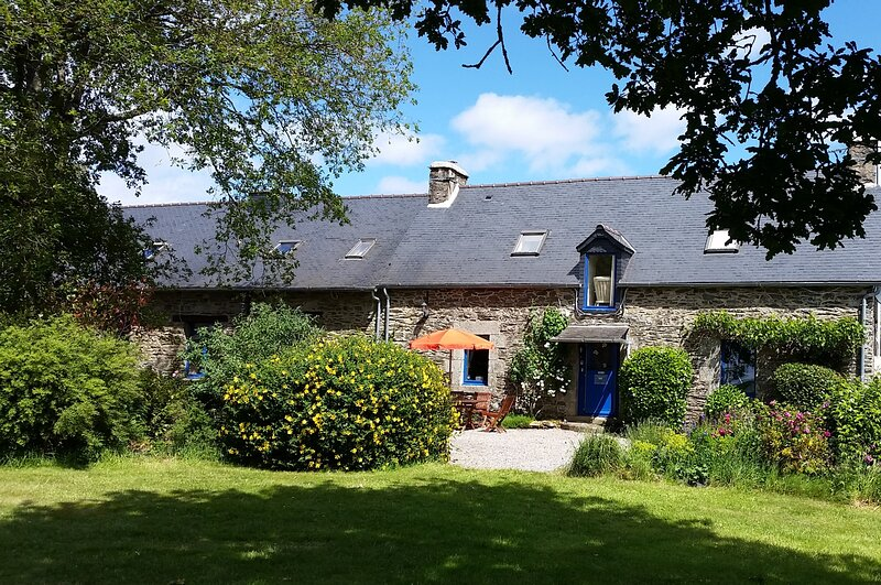 Rose Gite - Traditional Breton Farmhouse Accommodation to Sleep up to 6, alquiler de vacaciones en Saint-Gelven
