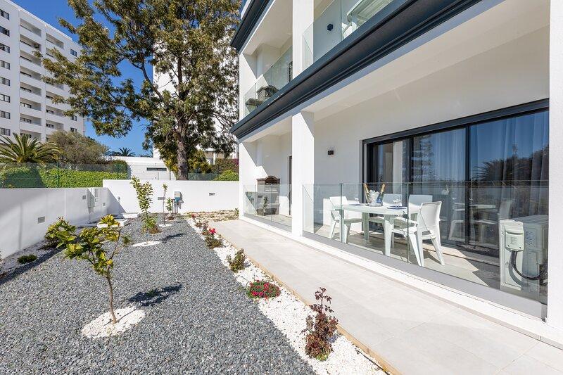 Correeira Luxury Residence T2 I - Albufeira, Pools, Wifi, Bbq, Beach, holiday rental in Areias de Sao Joao