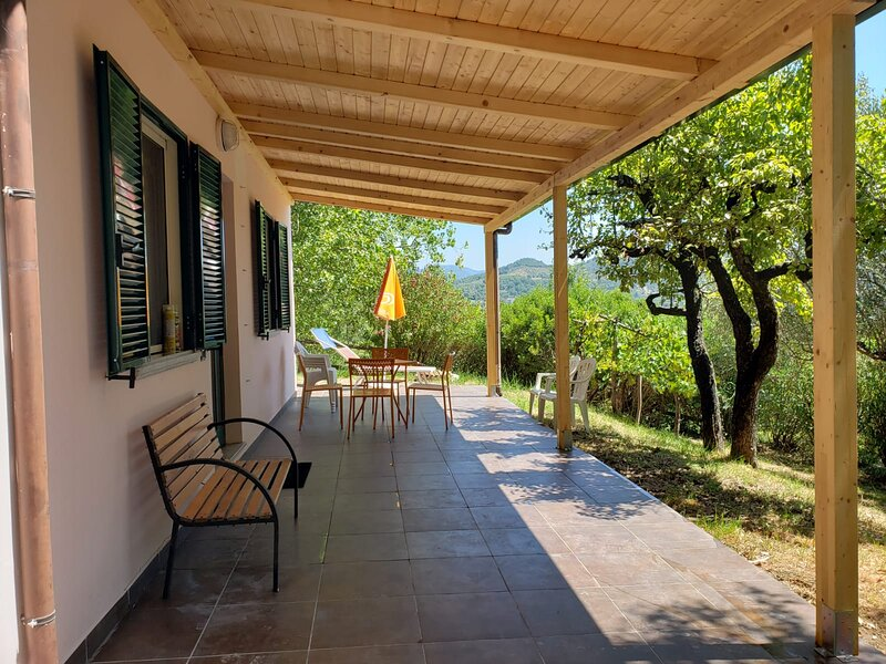 Captivating 2-Bed Cottage in Roccagloriosa, vakantiewoning in Acquavena