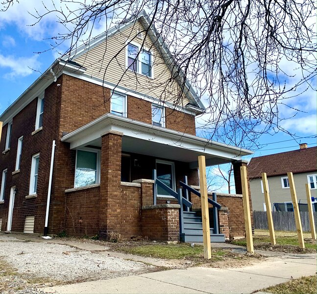 The Hennepin House- With Private Yard & Parking, Minutes From Falls & Casino, holiday rental in Niagara Falls