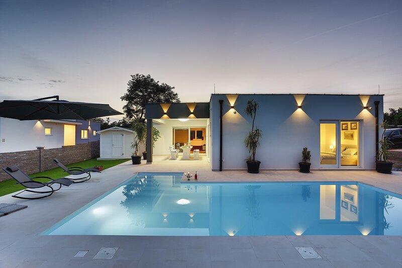 Villa Francesca - Three Bedroom Villa with Private Pool, holiday rental in Bibici