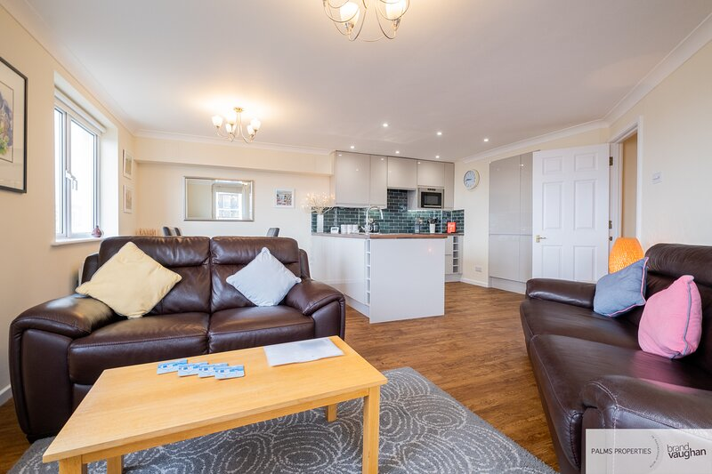 South facing, harbour views, balcony and FREE parking in Brighton Marina, location de vacances à Peacehaven