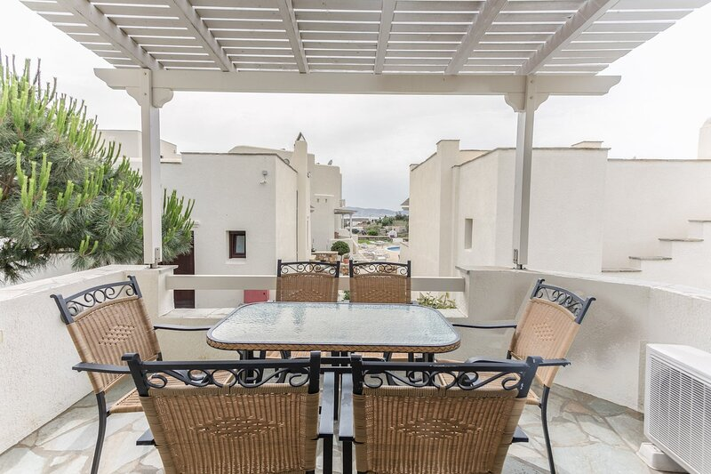 Naxos Relaxing 2 Bedroom Villa with shared pool, vacation rental in Agios Prokopios