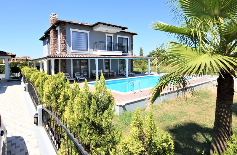 Stunning, new build detached villa, alquiler vacacional en Okcular