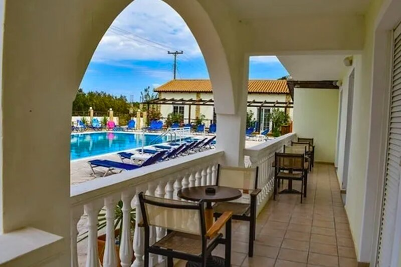 Double Deluxe Room with Swimming Pool, holiday rental in Alikanas