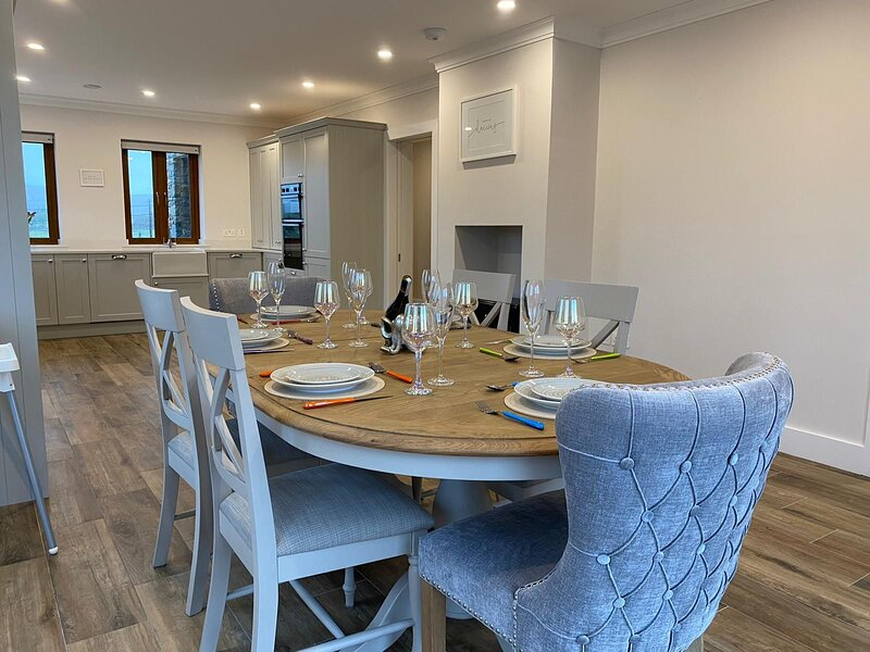 Teach ar an gCnoc - Eliminate the stresses of day-to-day life with a serene retr, holiday rental in Claddaghduff