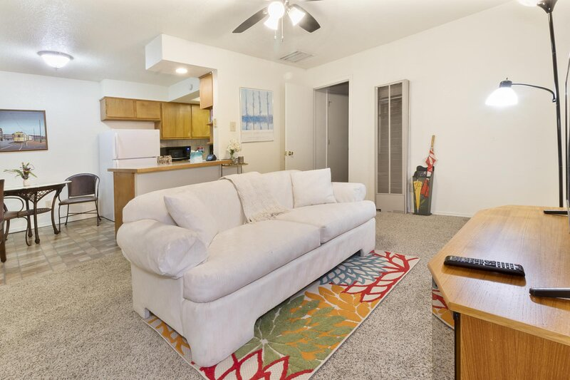 The Tingley Gardens B - An Irvie Home, holiday rental in Los Lunas