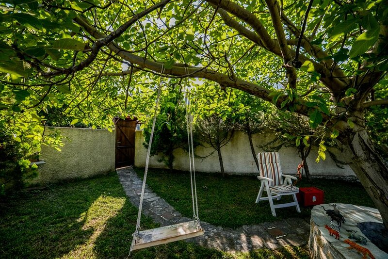 Pelion Hidden Retreat- The traditional experience, holiday rental in Platanidia