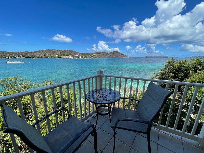 Point Pleasant - Villa Sea Song - Waterfront, Private, Brand New Listing, alquiler de vacaciones en Smith Bay