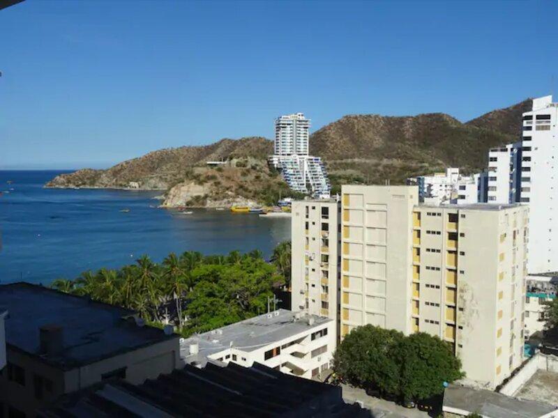 Apartamento con piscina al frente de la playa El Rodadero, alquiler de vacaciones en Santa Marta