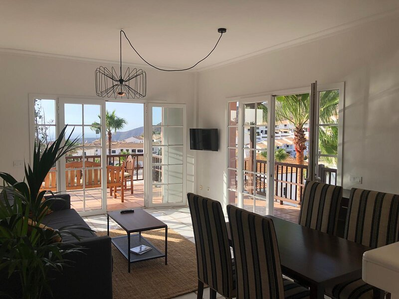QUIET HOUSE WITH FANTASTIC VIEWS, holiday rental in Chayofa