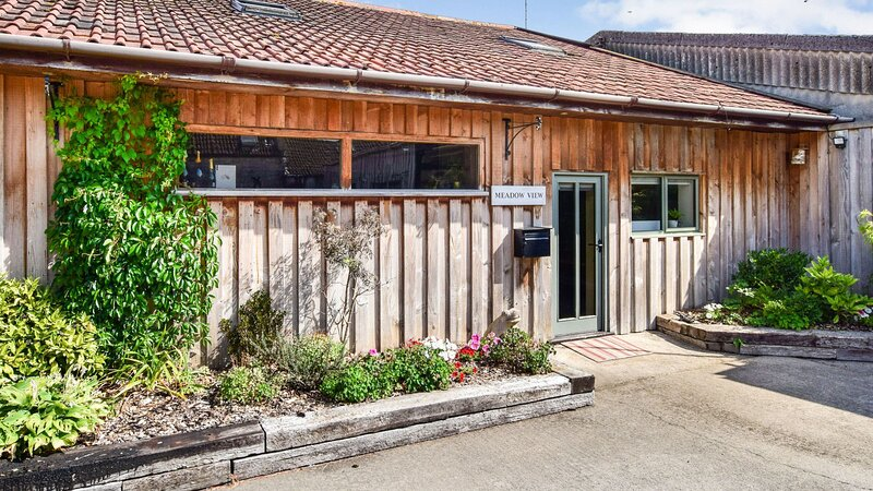 Meadow View, Saltford near Bath Sleeps 4+1, vacation rental in Pucklechurch