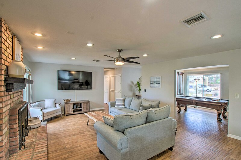 Living Room | Smart TV | Pool Table | Central A/C