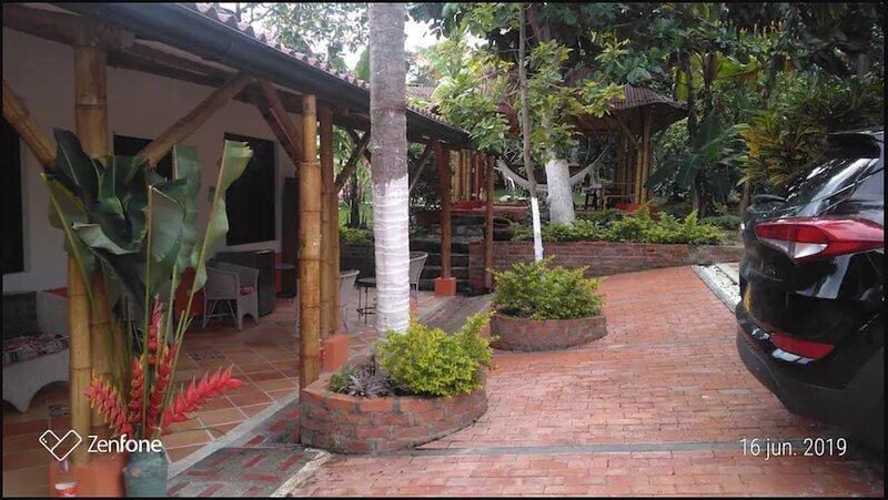 Casa Finca de descanso con piscina-hidromasajes Km 1.5 vía La Mesa-Anapoima, holiday rental in Tocaima