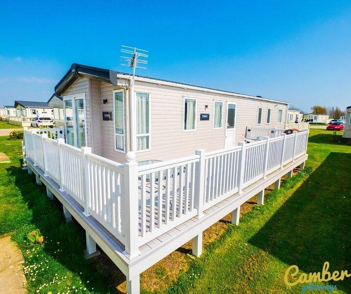 MP639 - Camber Sands Holiday Park - 3 Bedroom / Sleeps 8 - Large gated decking, aluguéis de temporada em Lydd