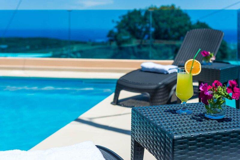 Chania Poolside Resort - Panoramic Seaview Lodging, holiday rental in Sirili