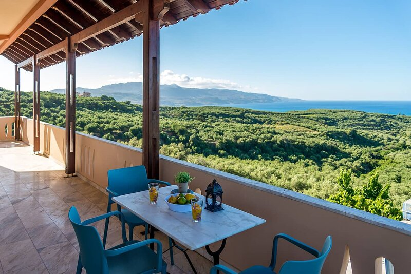 Chania Poolside Resort - Amazing Seaview Lodging, holiday rental in Vlacheronitissa