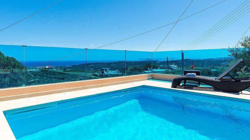 Chania Poolside Resort - Panoramic Seaview Retreat, holiday rental in Sirili
