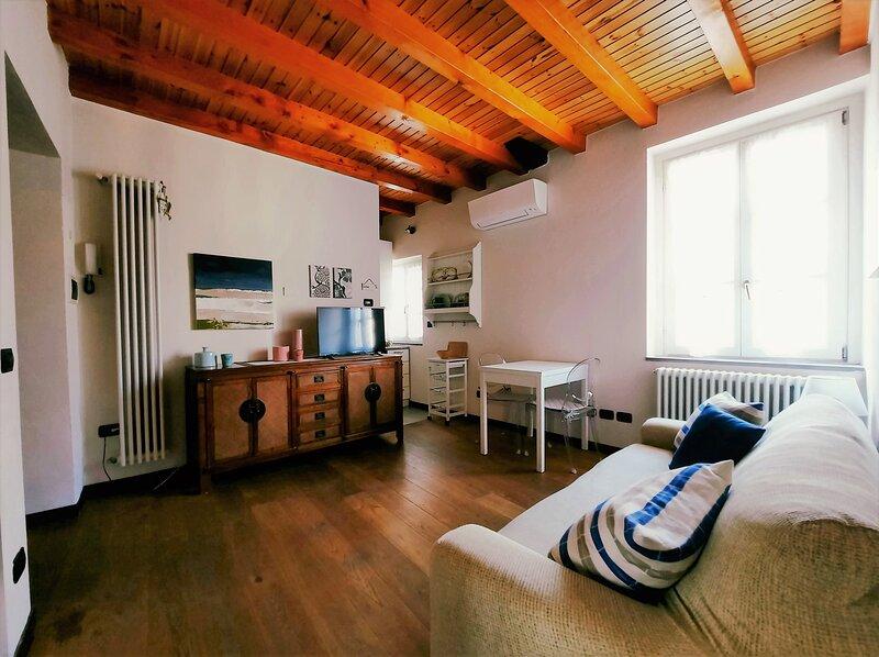 ANTICA CORTE, bilocale in palazzo del 1200, holiday rental in San Fermo della Battaglia