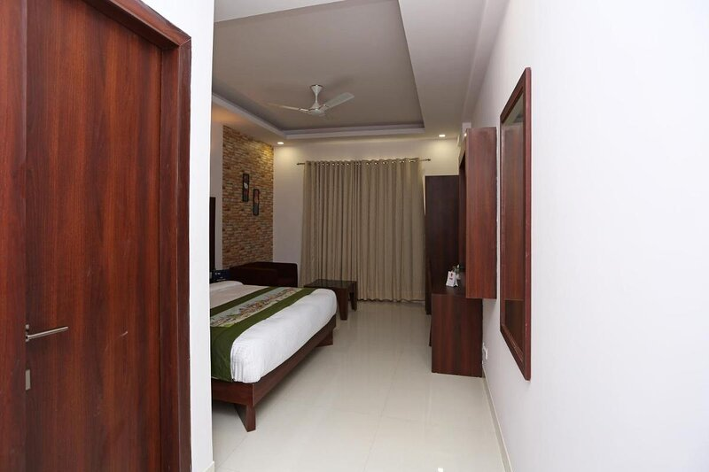 Hotel Arch - free Wifi Free private parking, vacation rental in Mahipalpur