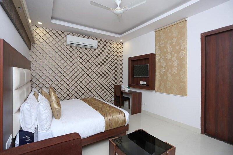 Hotel Arch - Beautiful double room near Aerocity New Delhi, vacation rental in Mahipalpur