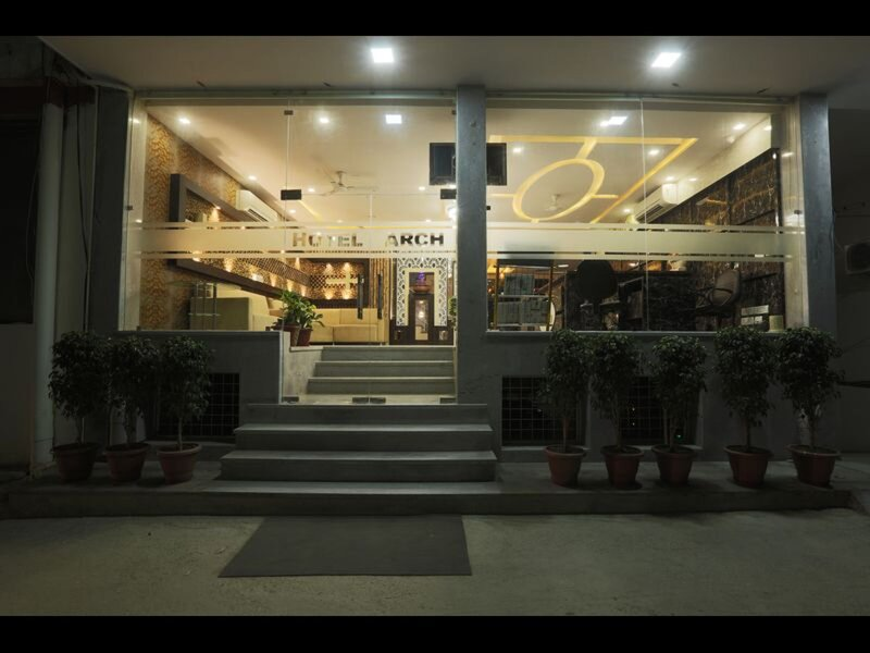 Hotel Arch - Beautiful double room with modern facilities, vacation rental in Mahipalpur