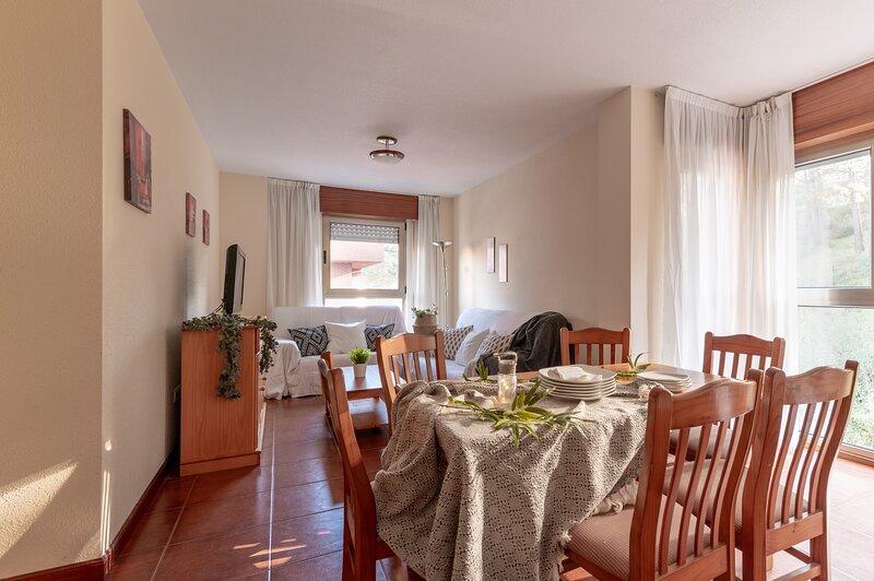 PISO AMPLIO TIPO DUPLEX  EN LA PLAYA, vacation rental in San Vicente de la Barquera