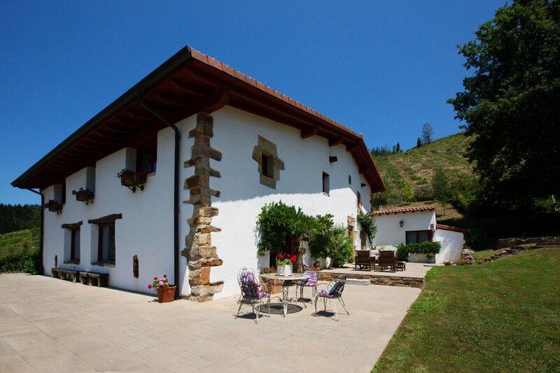 Casa Rural cerca del Asador Etxebarri, alquiler de vacaciones en Manurga
