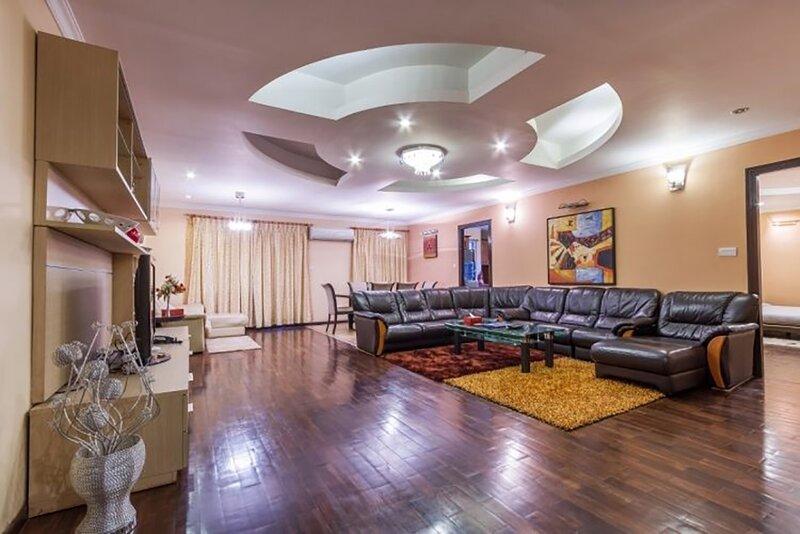Retreat Serviced Apartments 2000 sqft Luxury 3BHK, holiday rental in Nagarjun
