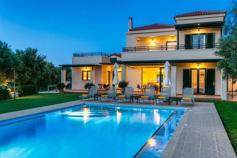 Totally private villa with private pool near Platanias,Chania, holiday rental in Vlacheronitissa