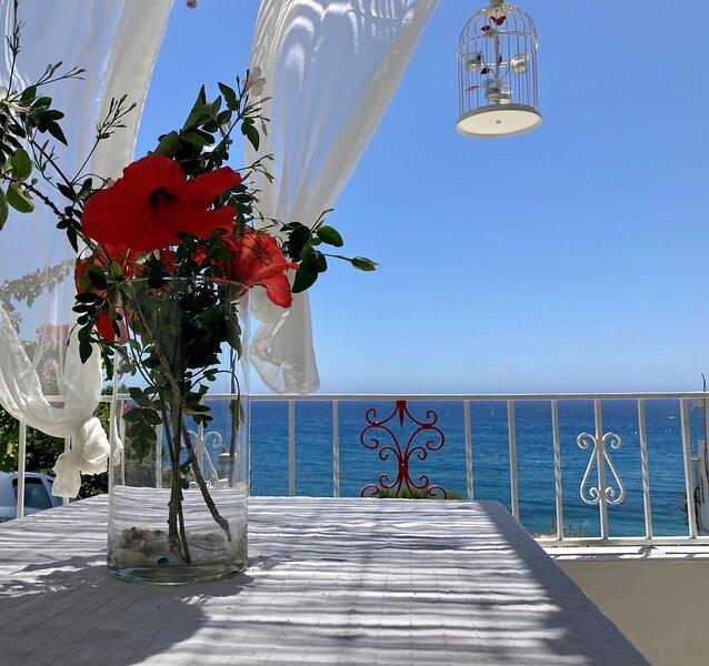 Sea view house, All amenities, No car needed, vacation rental in Lentas