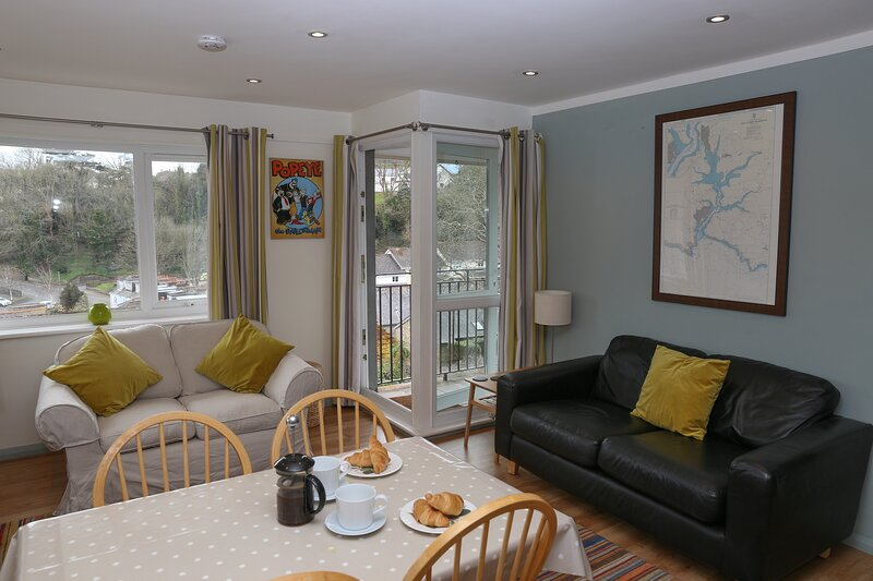 Living room/dining area with access onto balcony