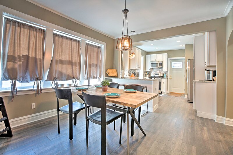 NEW! Cozy Chicago Apartment - Kids & Pets Welcome!, holiday rental in Arlington Heights