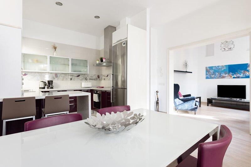 Home2Book Center Design Apartment Santa Cruz, holiday rental in Maria Jimenez