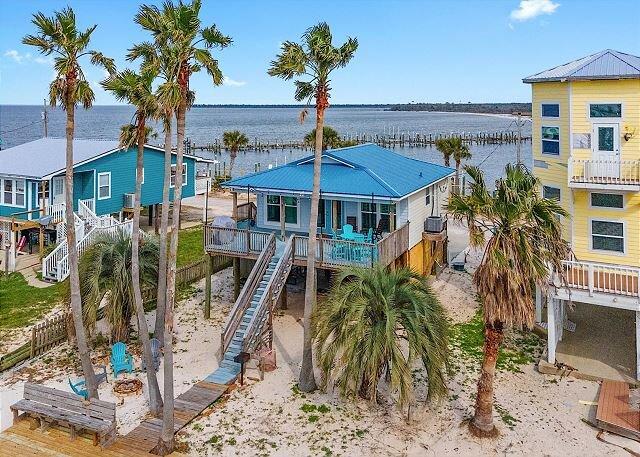 Beautiful bay front home with a boat slip!, alquiler de vacaciones en Fort Morgan