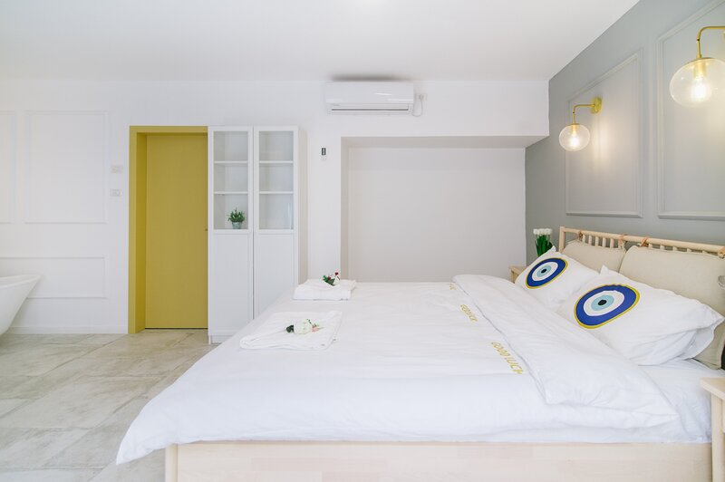 Olala Dead Sea Yellow Suite, holiday rental in Dead Sea Region