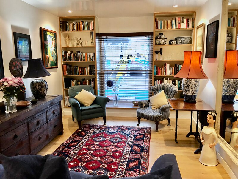 Fabulous duplex mews home by Paddington Station, holiday rental in Willesden