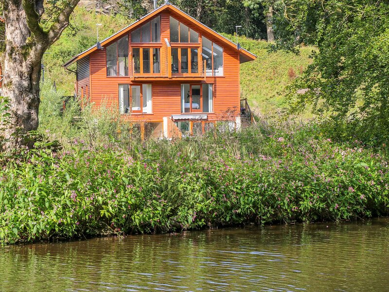 2 Waterside Lodges, Brighouse, vacation rental in Brighouse