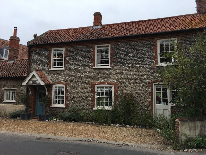 Beautiful 3 bed traditional cottage in the middle of Cley, vacation rental in Salthouse
