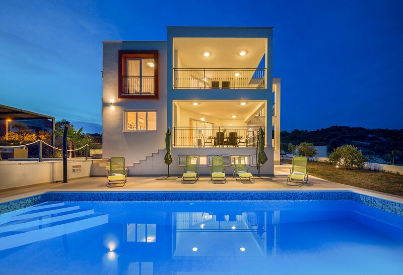 Beautiful Villa Luxury Dvornice, in Dalmatia, holiday rental in Rogoznica