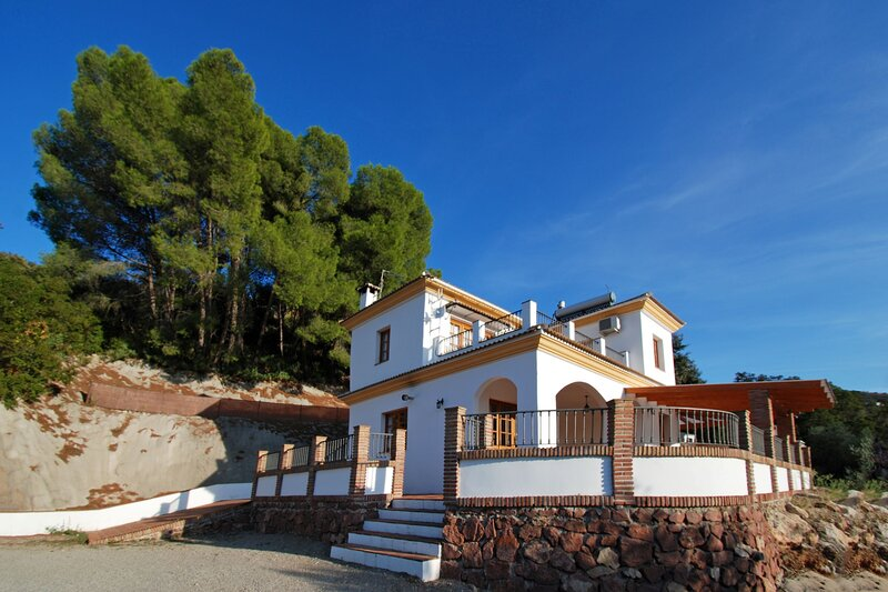 Villa Los Pinos, HEATED POOL,WIFI,BBQ,A/C, Magnific View, holiday rental in El Borge