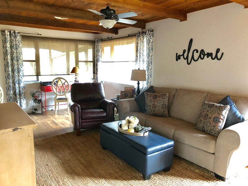 Rustic Gem at Kentucky Lake, holiday rental in Dover