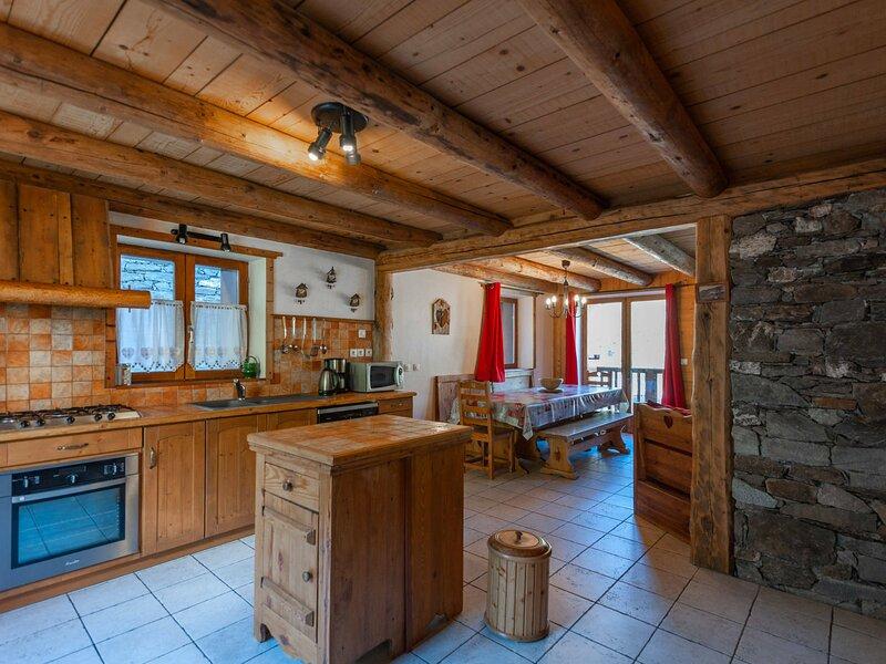 CHALET LA BOTTA VILLAGE LE LEVASSAIX 10 PERS 120m², holiday rental in Levassaix