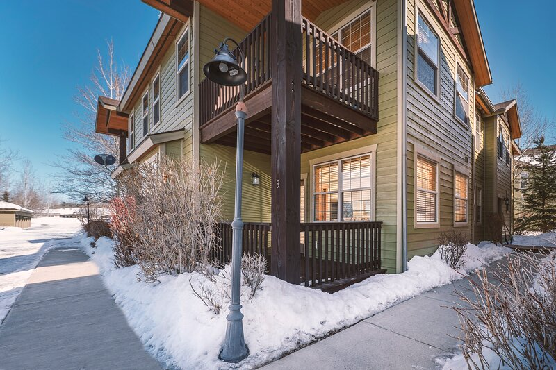 First Level Condo - 3 BR Buffalo Junction, holiday rental in Felt
