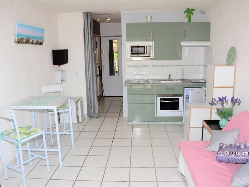 Studio 052 Guadeloupe - Cap Coudalère - LE BARCARES, holiday rental in Salses-Le-Chateau